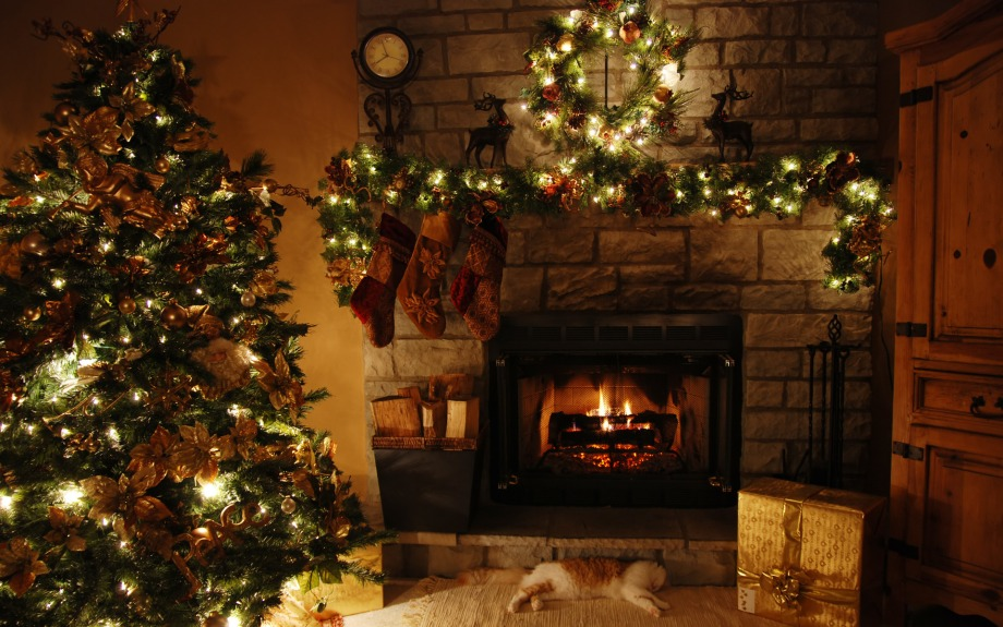 antique-christmas-decoration-in-the-living-room