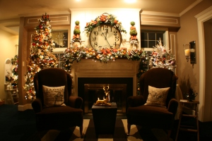 Cute-stokings-for-joyful-christmas-decorate-fireplace-mantel